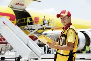 Công ty chuyển phát nhanh DHL – Công ty vận chuyển quốc tế